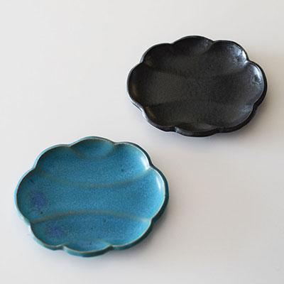 青と黒の豆皿